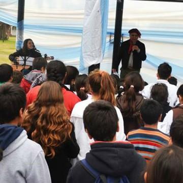 Omar Moreno Palacios escenario músico canto