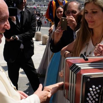 Pichuco, bandoneon, vaticano