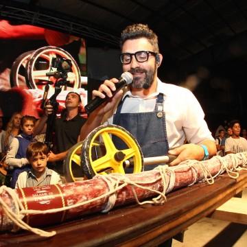Festival de la sierra - Tandil - 34° edicion - Salame mas largo de América -   Juan Braceli, intendente Lunghi y productores de salame en la presentación del salame mas largo de América.