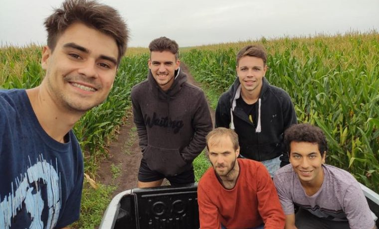 cuatro jovenes Tandil fertilizante organico
